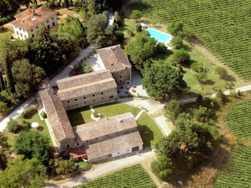 Large Apartment Situated on an Estate With Pool Between Umbria and Tuscany