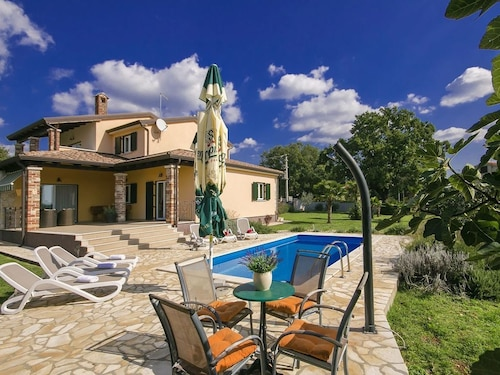 Comfortable Villa With Private Pool and Large Garden With Summer Kitchen