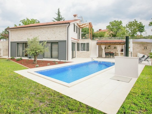 Luxury Villa With Private Pool,fenced Garden. Next to Village and the Coast