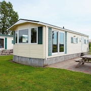 Nicely Furnished Chalet on Park Westerkogge With Various Facilities Only 7 km From the Ijsselmeer