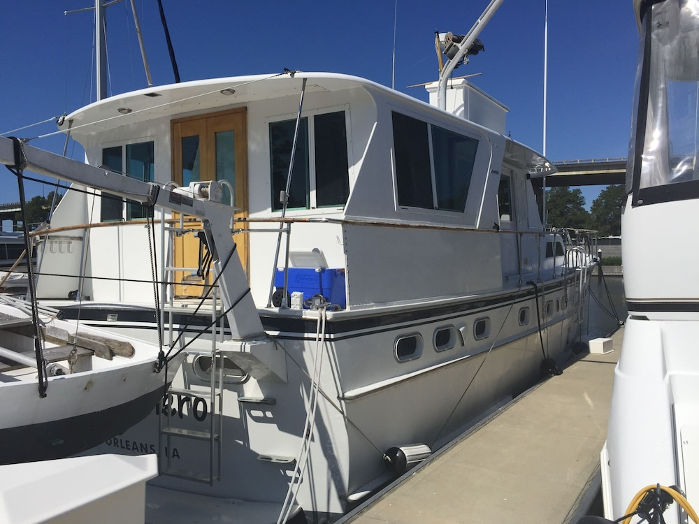 Terrace/Patio, Classic Yacht Rentals at FloraBama