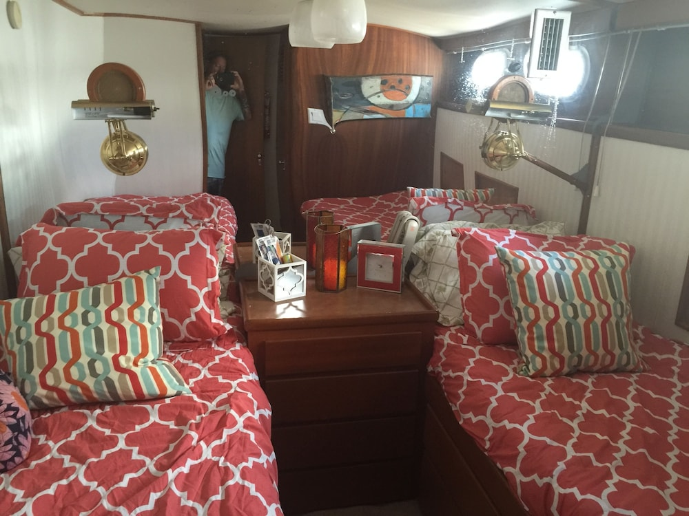 Room, Classic Yacht Rentals at FloraBama