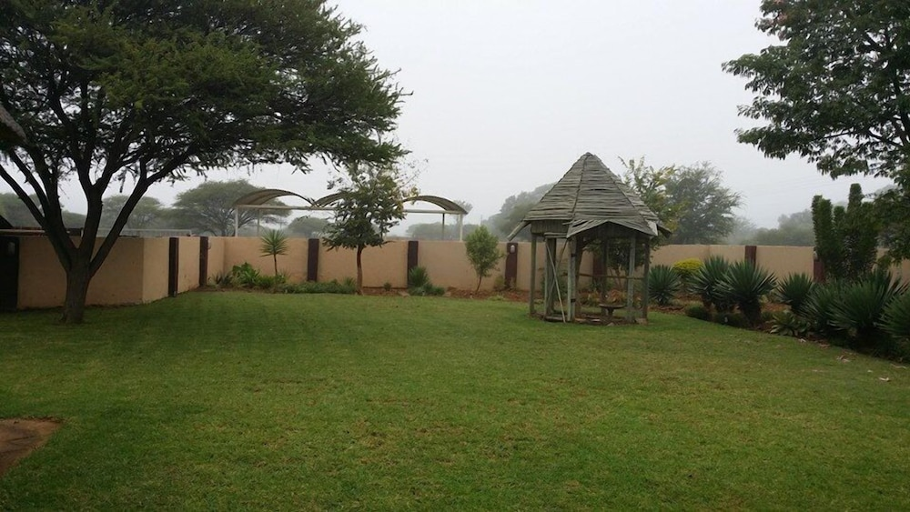 Garden, Chakira Lodge