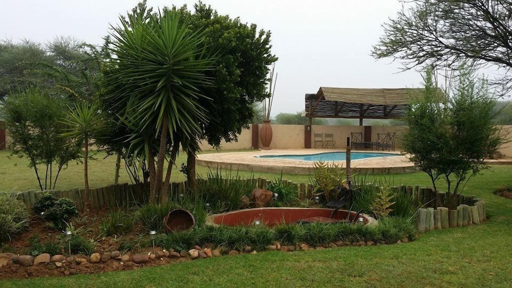 Outdoor Pool, Chakira Lodge