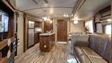 Mission Bay Luxury Trailer - San Diego Hotels