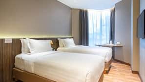 1 bedroom, premium bedding, in-room safe, desk