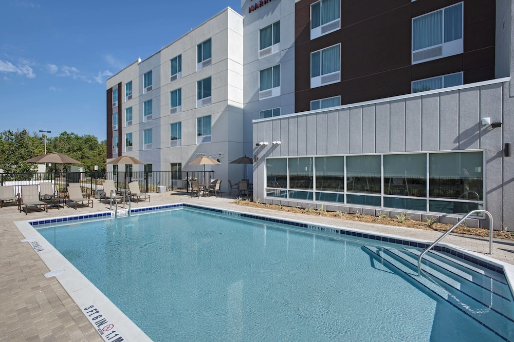 Outdoor Pool, TownePlace Suites by Marriott Lakeland