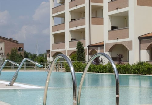 Apartment 274 m From the Center of Lido Degli Estensi With Internet, Pool, Air Conditioning, Lift