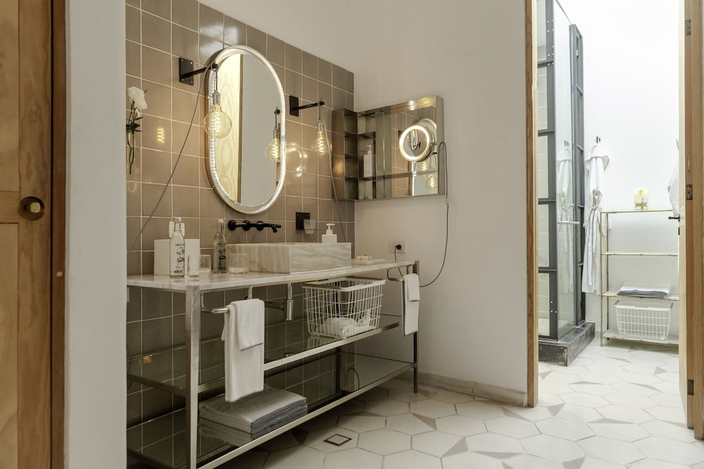 Bathroom Amenities, Lotel at Doce18 Concept House