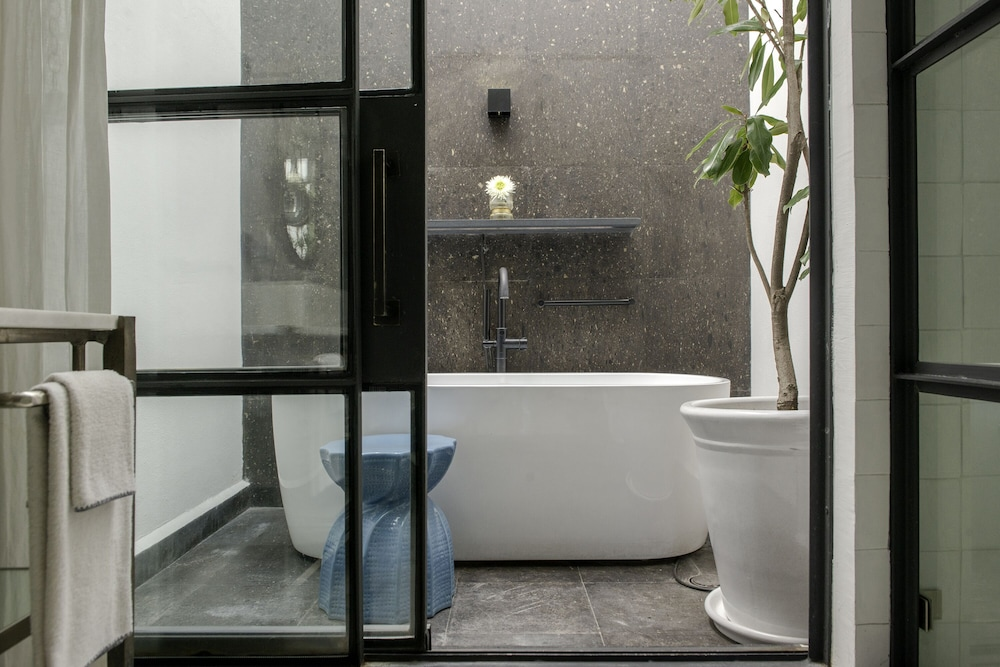 Deep Soaking Bathtub, Lotel at Doce18 Concept House
