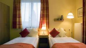 Memory foam beds, in-room safe, desk, free cribs/infant beds
