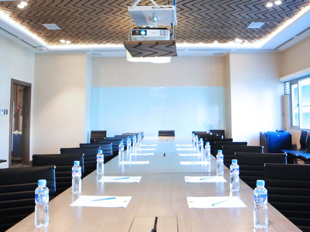 Meeting Facility, The Mini Suites - Eton Tower Makati