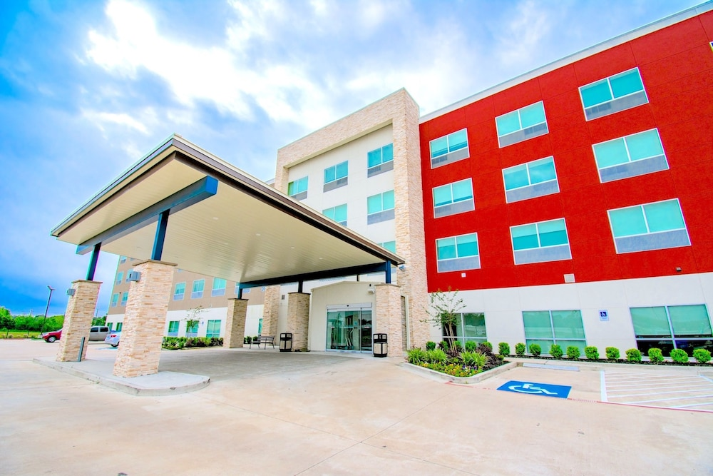 Property Entrance, Holiday Inn Express & Suites Houston IAH - Beltway 8
