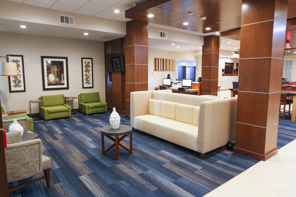 Lobby, Holiday Inn Express & Suites Houston IAH - Beltway 8