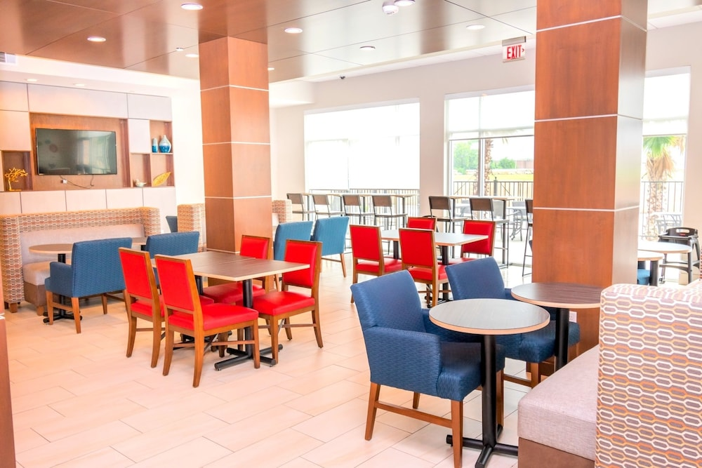 Lobby Sitting Area, Holiday Inn Express & Suites Houston IAH - Beltway 8