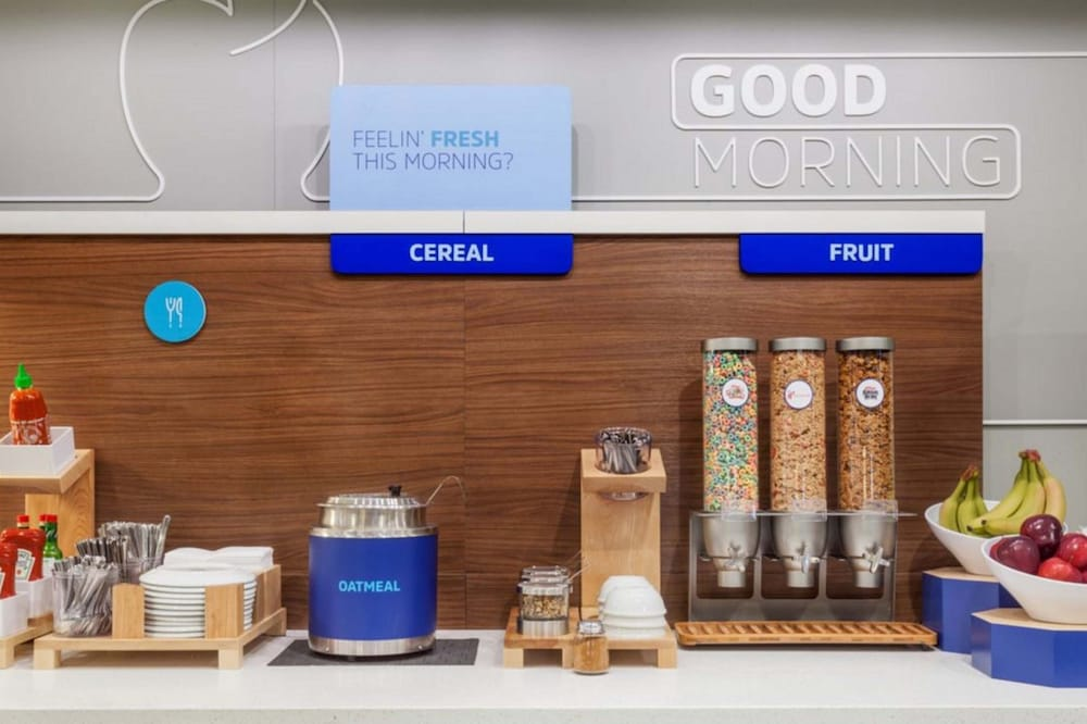 Breakfast Meal, Holiday Inn Express & Suites Houston IAH - Beltway 8
