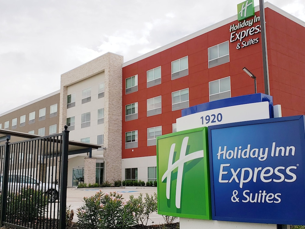 Front of Property, Holiday Inn Express & Suites Houston IAH - Beltway 8