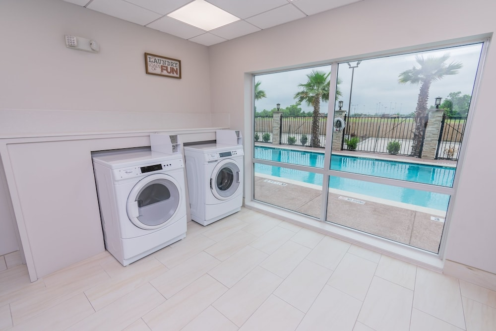 Laundry Room, Holiday Inn Express & Suites Houston IAH - Beltway 8