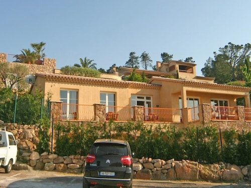 Attached Apartment With Above Ground Swimming Pool and Panoramic Views Over the bay of Cannes
