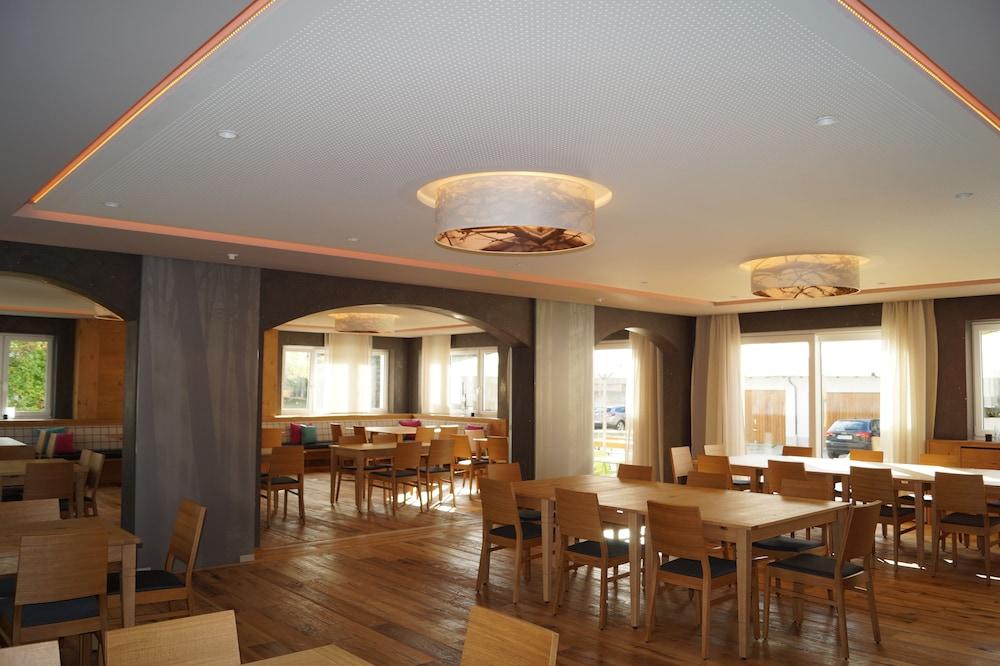 Landgasthof zahn moderne unterkunft elchingen germany for Moderne hotels deutschland