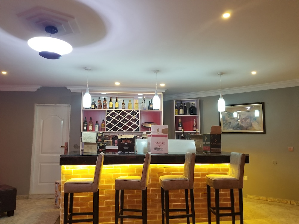 Lounge, Peemos Place Warri