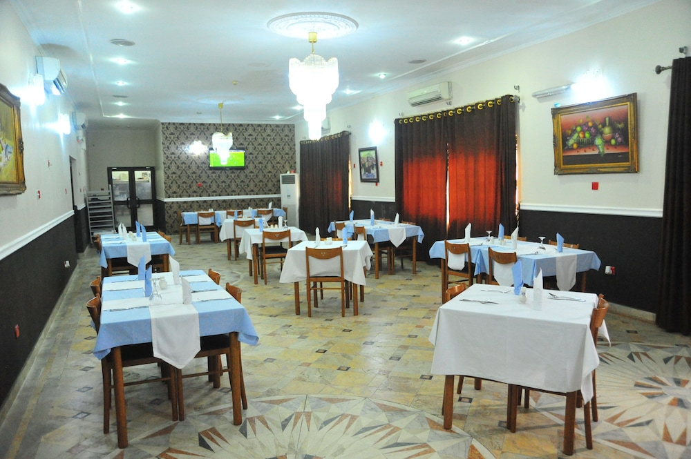 Restaurant, Peemos Place Warri