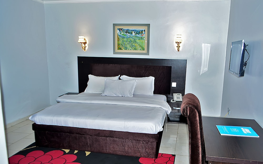 Room, Peemos Place Warri