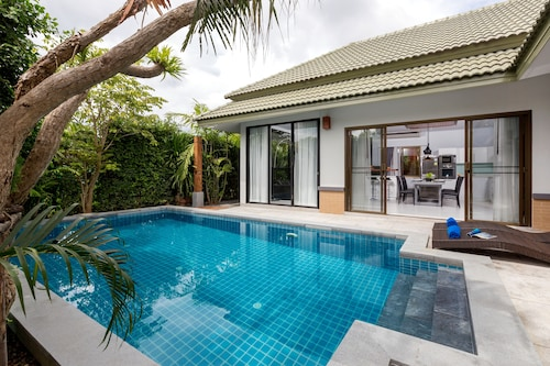 Karon Beach Pool Villas