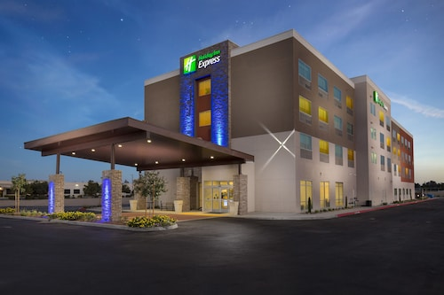 Holiday Inn Express Visalia, an IHG Hotel