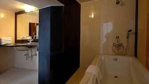 Minibar, coffre-forts dans les chambres, accès Internet