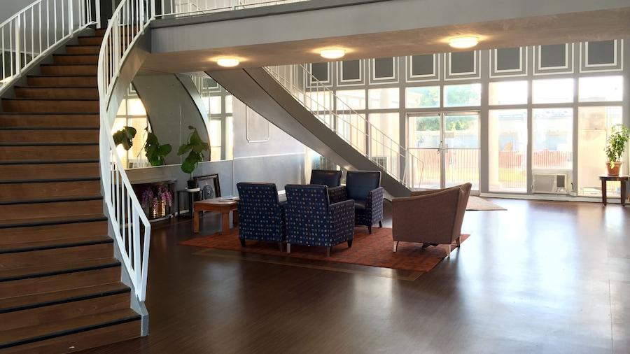 Bella Vista Inn & Suites