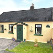 Charming Traditional Cottage 3 Bedroom by RedAwning