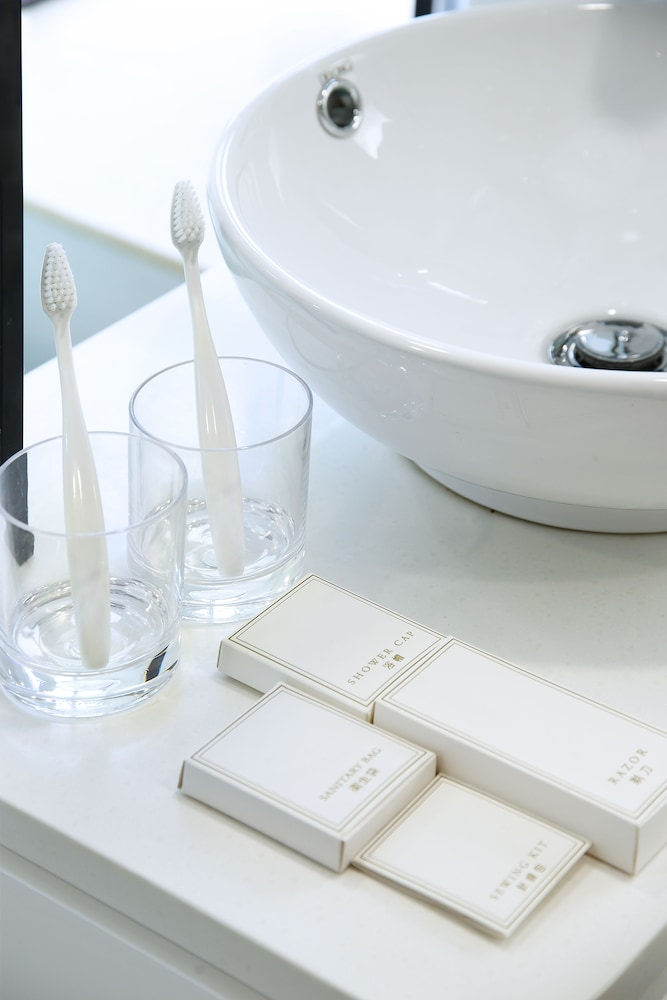 Bathroom Amenities, Minimal Hotel Culture