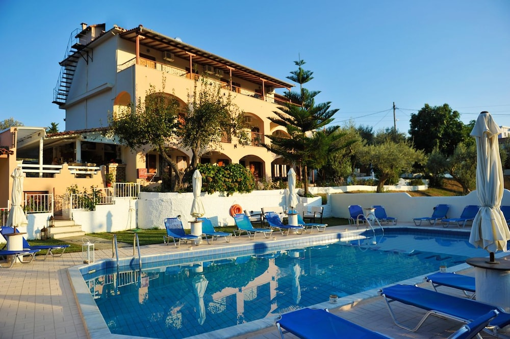 Marina hotel in skiathos hotel rates reviews on orbitz for Skiathos hotels