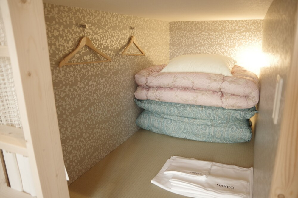 Guest House Wasabi Osaka Bed And Library