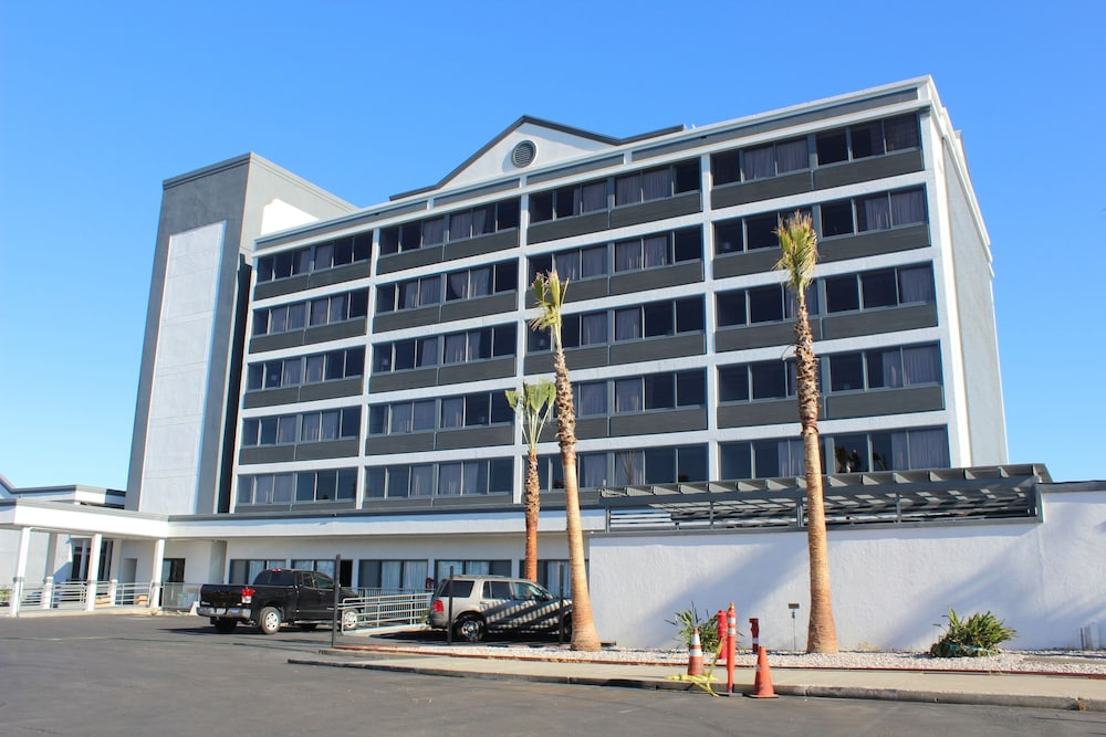 Front of Property, Radisson Hotel Oakland Airport
