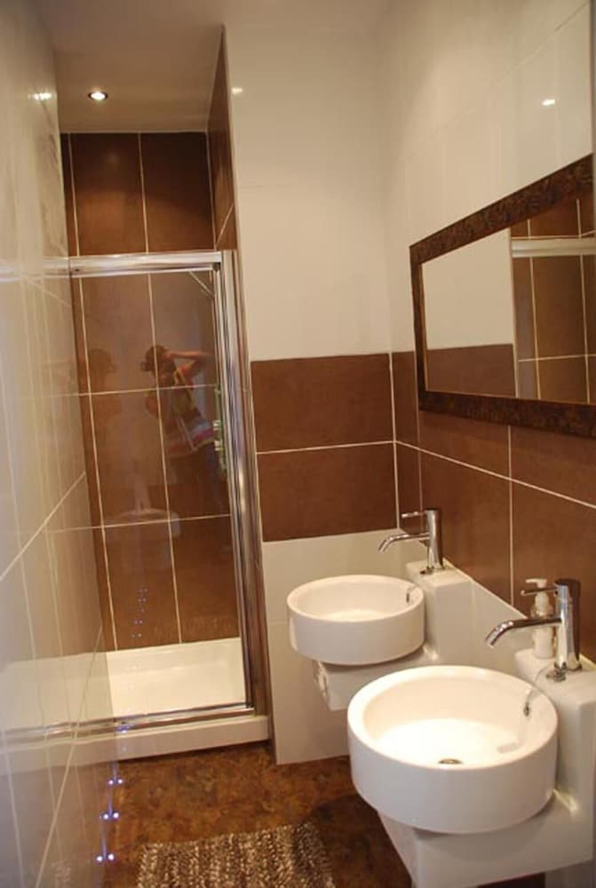 Bathroom, The Poplars