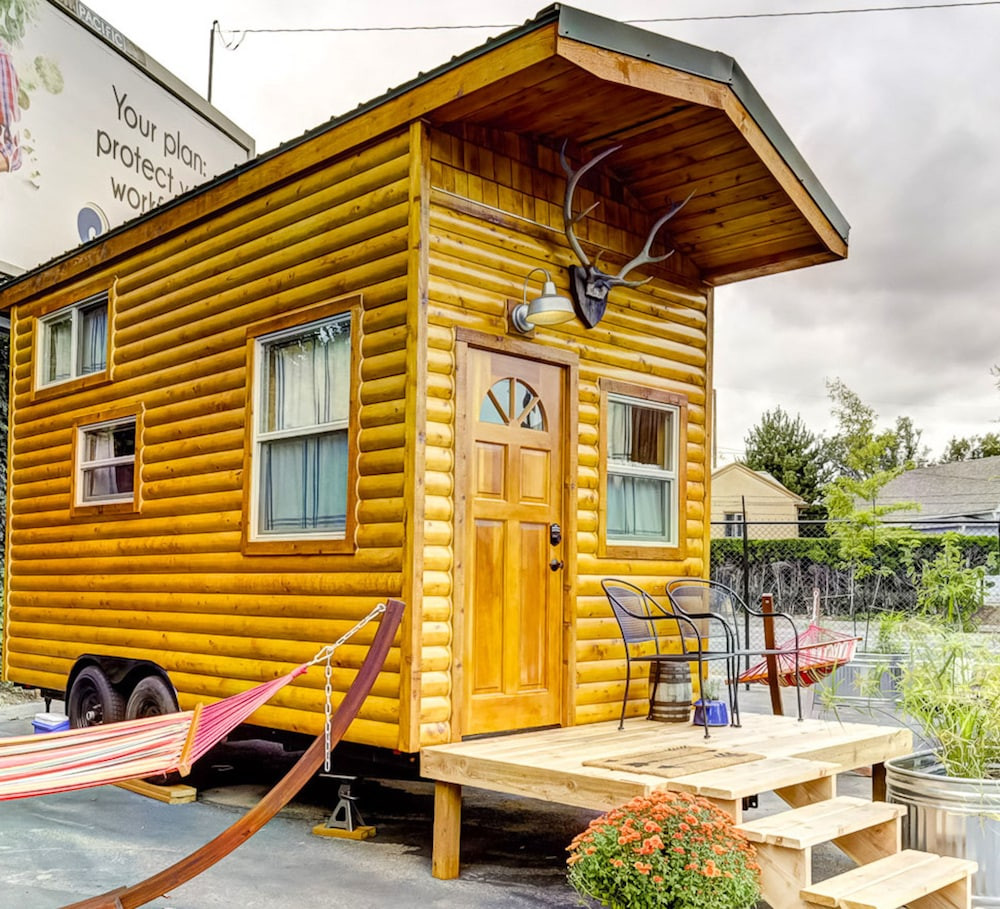 Room, Tiny Digs-Hotel of Tiny Houses