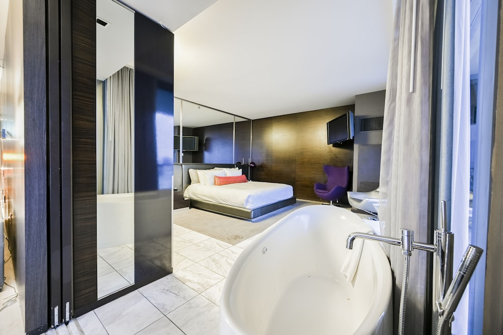 Deep Soaking Bathtub, StripViewSuites at Palms Place