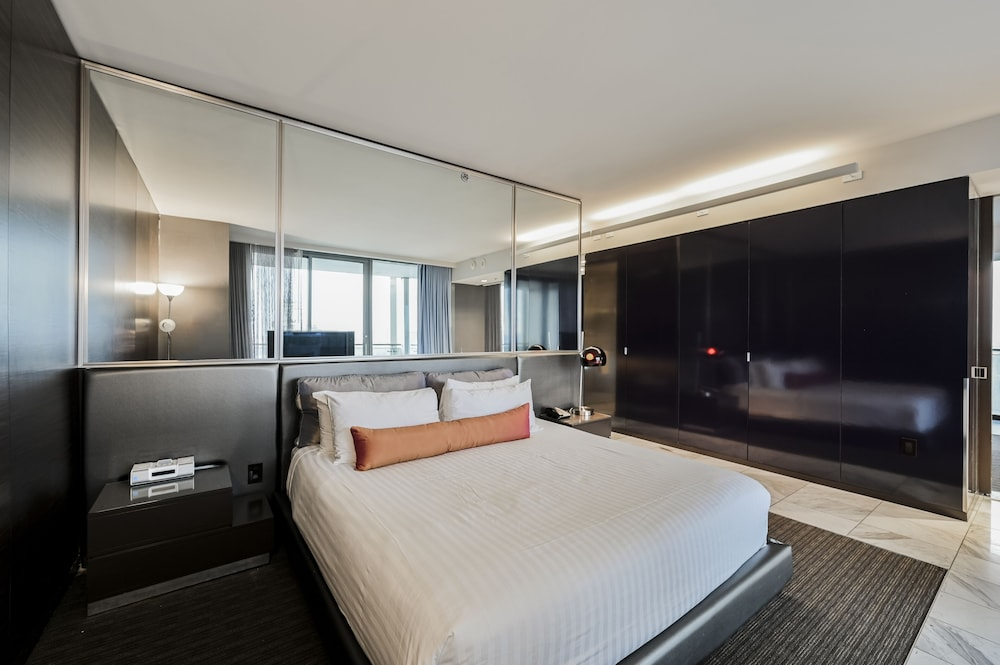 Room, StripViewSuites at Palms Place