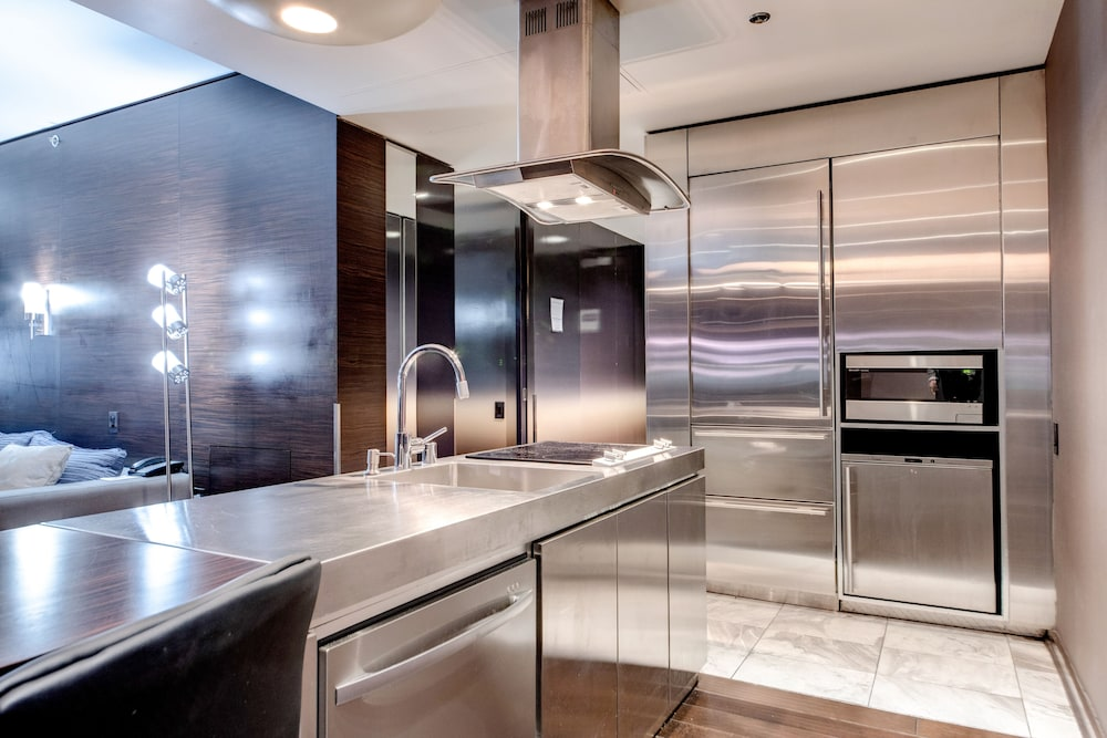 Private Kitchenette, StripViewSuites at Palms Place