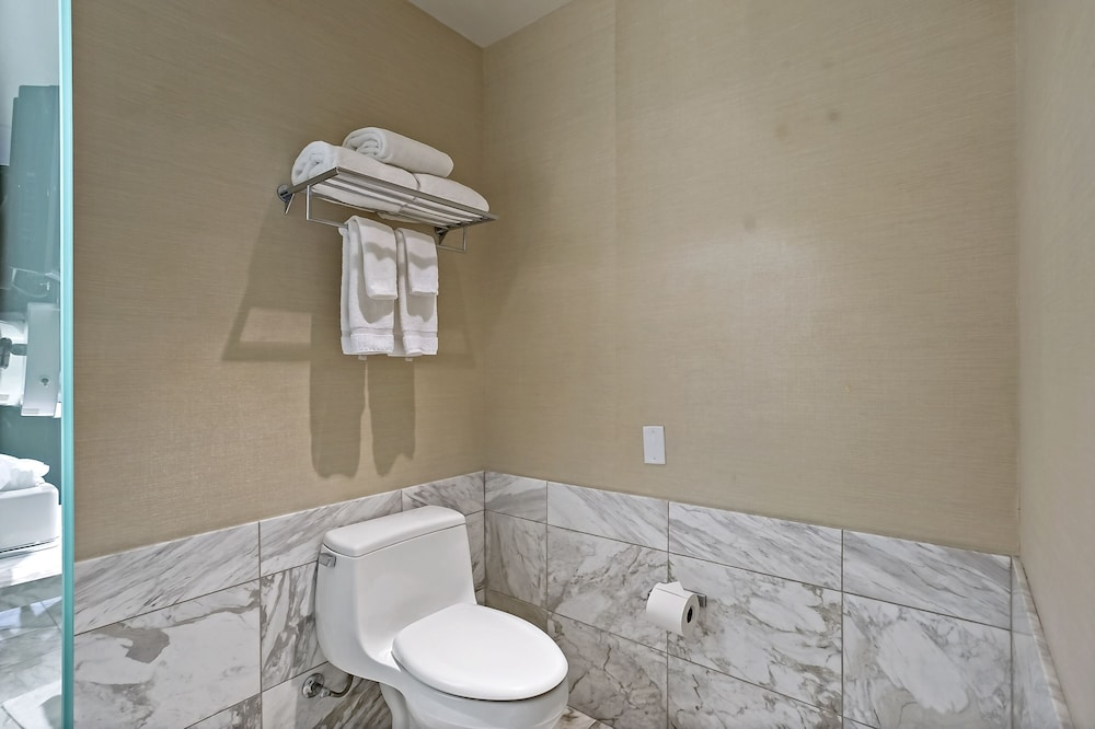 Bathroom, StripViewSuites at Palms Place