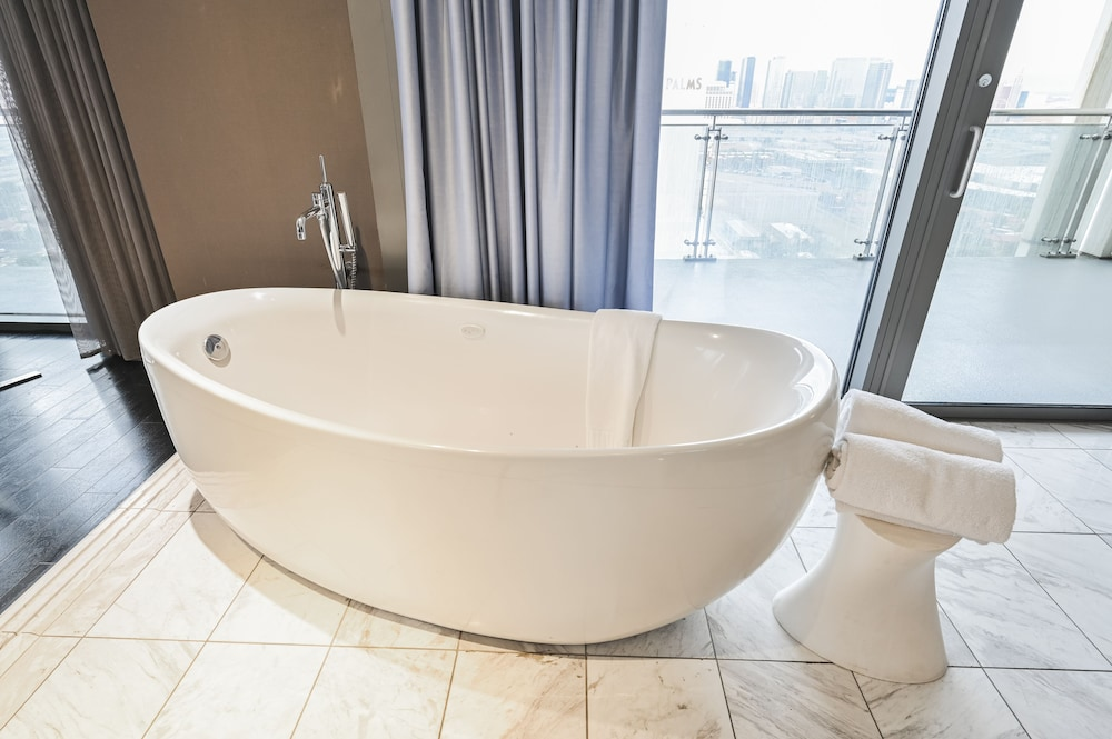Jetted Tub, StripViewSuites at Palms Place