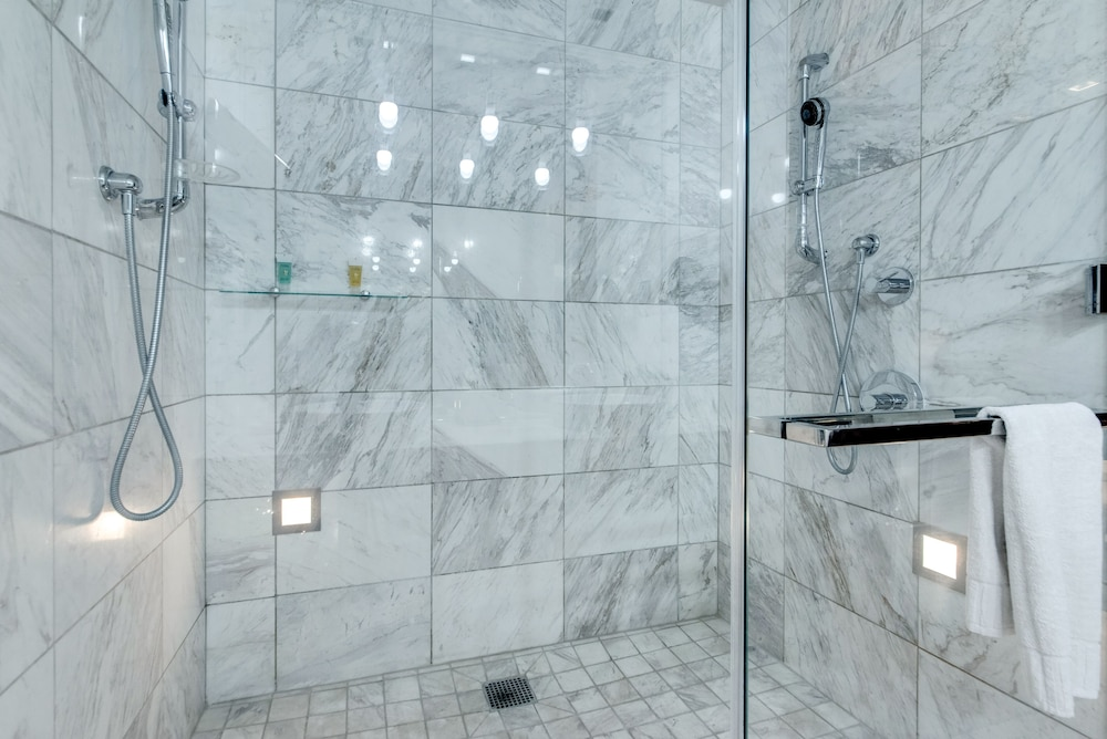 Bathroom Shower, StripViewSuites at Palms Place