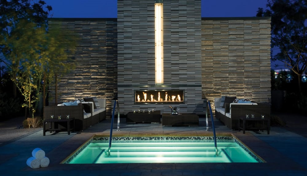 Outdoor Spa Tub, StripViewSuites at Palms Place