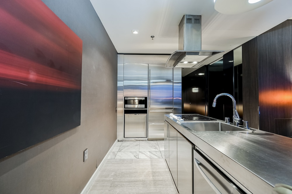 Private Kitchen, StripViewSuites at Palms Place