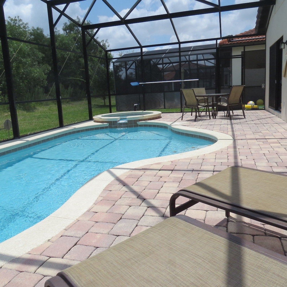 Deluxe pool homes by emerald america 2017 pictures for Garden pool reviews