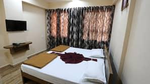 Cofres nos quartos, escrivaninha, camas extras/dobráveis (sobretaxa)