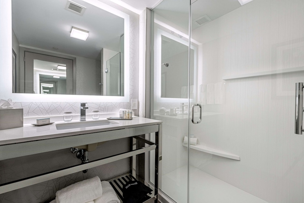 Bathroom, Homewood Suites by Hilton Boston Logan Airport Chelsea