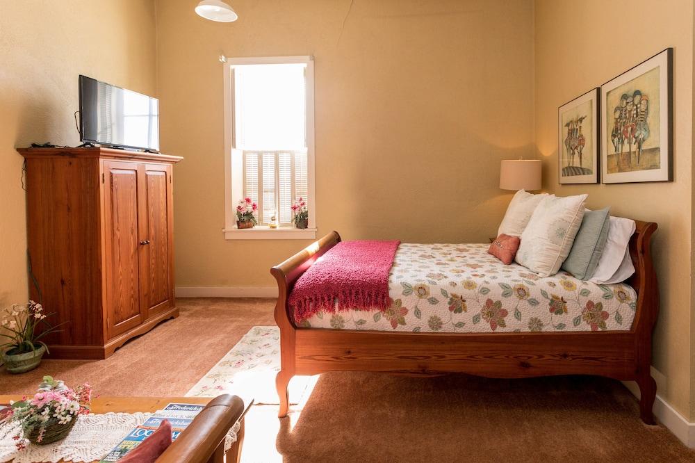 Fredericksburg Bakery Suite 2: 2018 Room Prices, Deals U0026 Reviews | Expedia